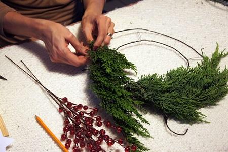 Hacer coronas navideñas DIY con niños blog Querolets 2 5
