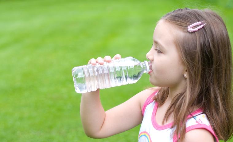 Beber Agua. La Importancia De La Hidratación Para Los