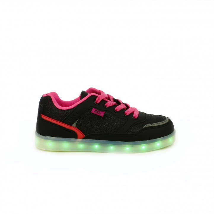 zapatillas-deporte-xti-con-luces-led-negras
