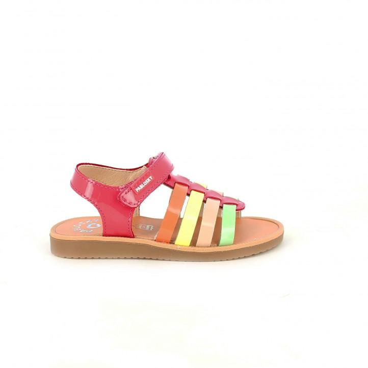 colección de zapatos de primavera / sandalias pablosky romanas de colores charol