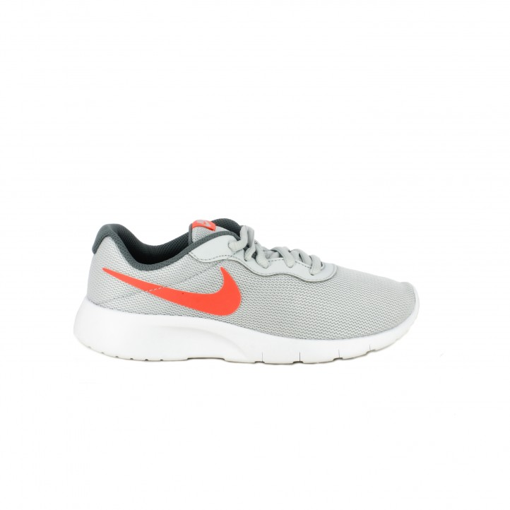colección de zapatos de primavera / zapatillas deporte nike tanjun grises logo rosa