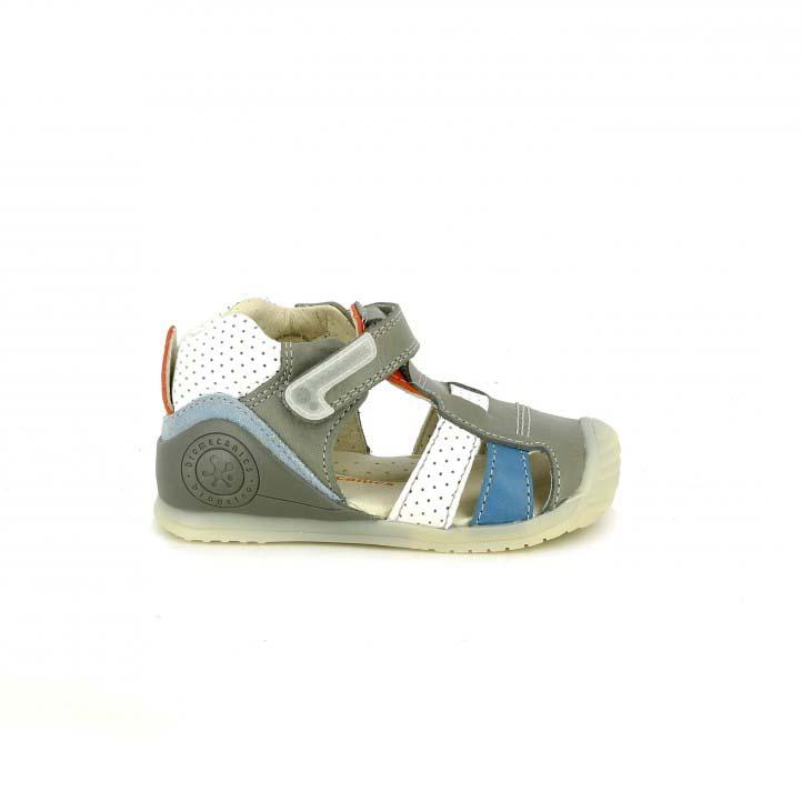 Sandalias Biomecanics grises y blancas con puntos de piel - zapatos para los pies de tu bebé
