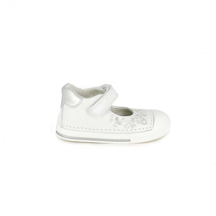 Zapatos Pablosky blancos de piel con flores plateadas - zapatos para los pies de tu bebé