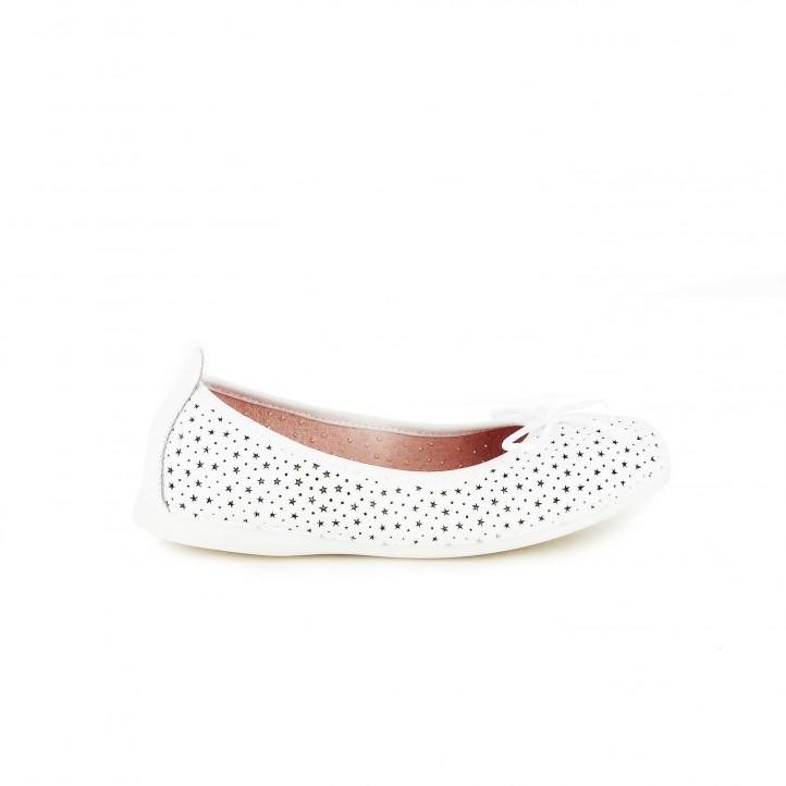 Zapatos de comunión 2017. bailarinas gioseppo blancas de piel con estrellas